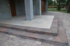 Pruszków - Libet Ceramic, Completto - Sedimento sabia, Stopnie Split kasztanowe - płyty tarasowe, wejście do domu