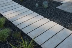 Janki - Libet Impressio - Trawertyn - ścieżka w ogrodzie - wykonanie Bruk Majewski