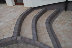 Falenty - Libet Completto -Palisada  Kravento kasztanowa -   brązowe schody na taras Libet