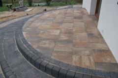 Grodzisk Mazowiecki - Libet Completto - Palisada betonowa Kravento antracyt czarna - taras Libet, obrzeża do schodów
